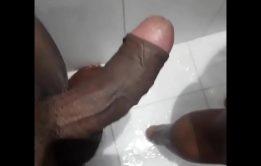 Tomando um banho com a esposa do corno