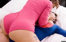 Lésbicas chupando a buceta uma da outra